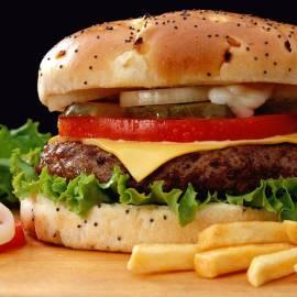 Csibehúsos hamburger menü
